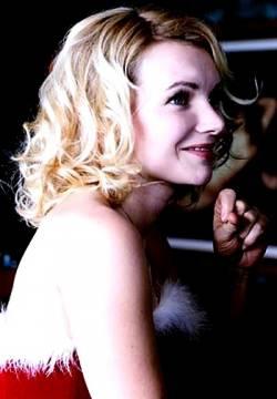 http://www.bing.com/images/search?q=Sophie+QUINTON+&FORM=HDRSC2#view=detail&id=65CCA37CBA894DFB3864E026FE6CA273649C74F8&selectedIndex=2  Sophie QUINTON